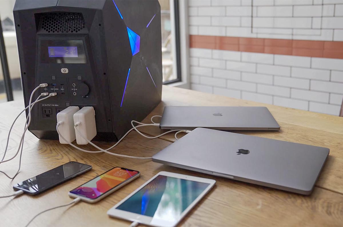LEOCH - The Next Generation Battery Power Station! Charging Phones and laptops